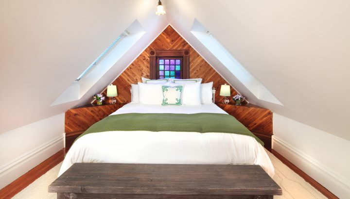 Photo of the Chardonnay's bedroom at the Grape Leaf Inn