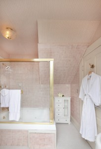 Gamay Rose - Bathroom